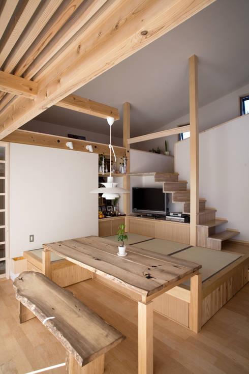 ห้องนั่งเล่น by 尾日向辰文建築設計事務所