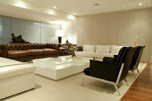 living room: Sala de estar  por Renato Teles Arquitetura