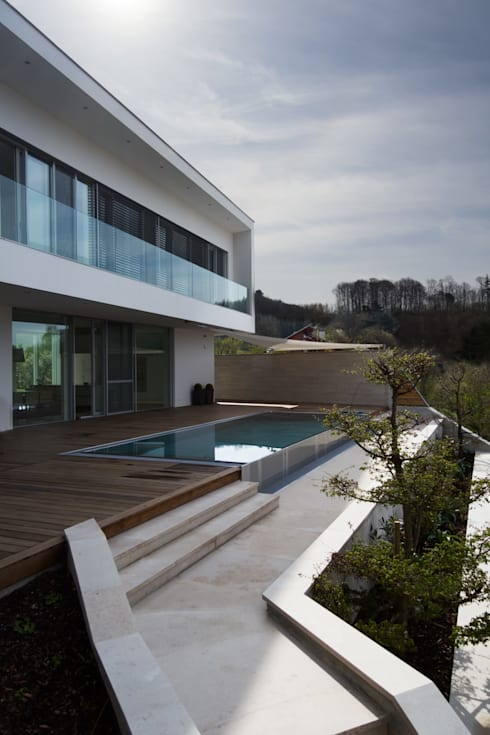 Haus P:  Terrasse von Anthrazitarchitekten