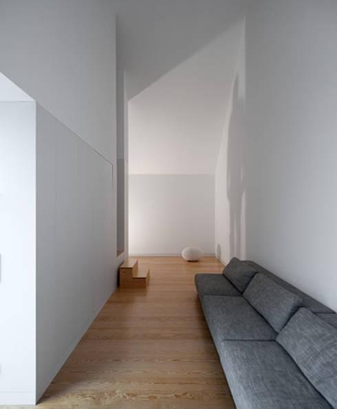 Casa em Leiria com o Arq. Manuel Aires Mateus:   por A Linha da Vizinha