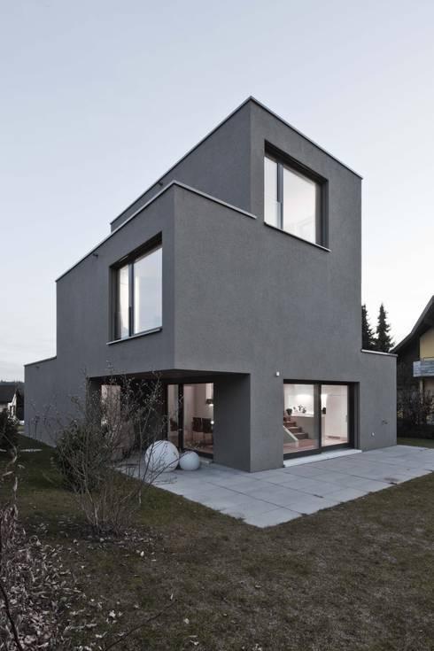 Projekty, nowoczesne Domy zaprojektowane przez phalt Architekten AG