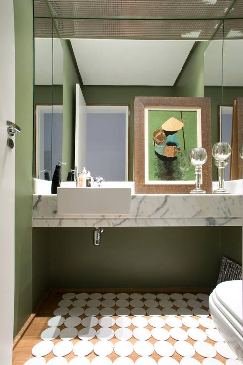 Baños de estilo  por EVELIN SAYAR ARQUITETURA E INTERIORES