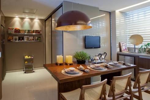 Apartamento Asa Sul Brasília 2013: Salas de jantar modernas por Elaine Vercosa