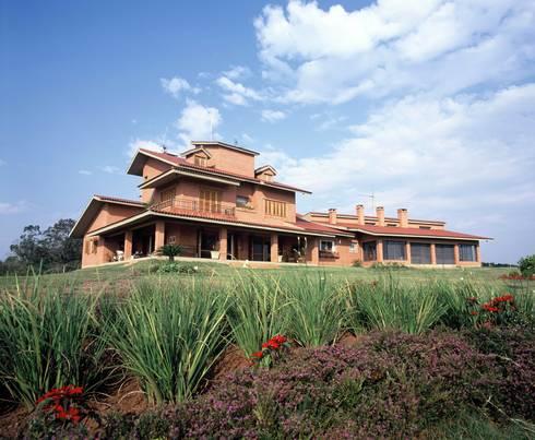 Fachada : Casas rústicas por IDALIA DAUDT Arquitetura e Design de Interiores