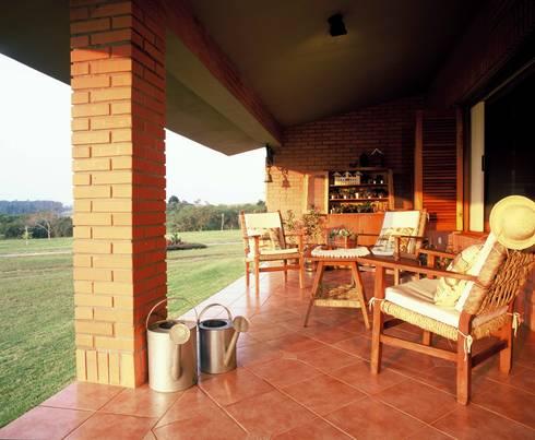Varanda: Terraços  por IDALIA DAUDT Arquitetura e Design de Interiores