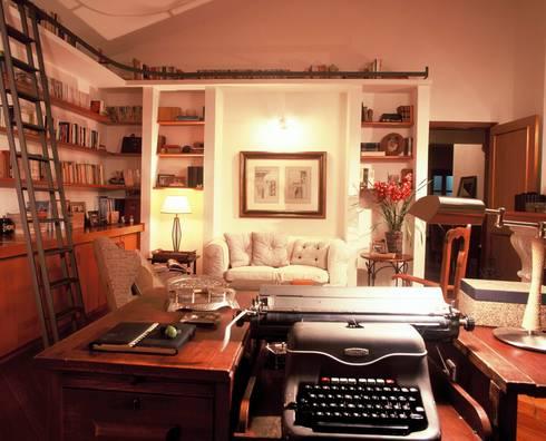 Biblioteca 1: Escritórios  por IDALIA DAUDT Arquitetura e Design de Interiores
