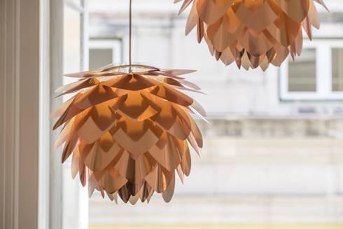 VITA SILVIA COPPER : Sala de estar  por Light & Store