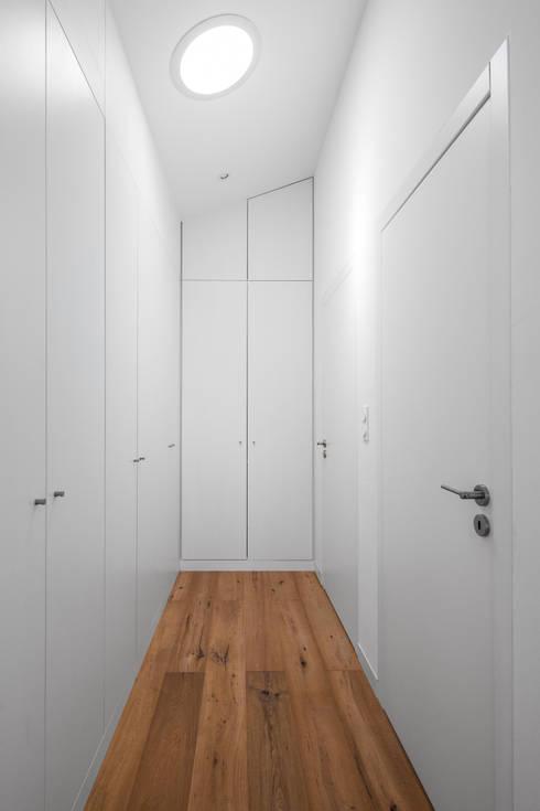 minimalistische Kleedkamer door FPA - filipe pina arquitectura