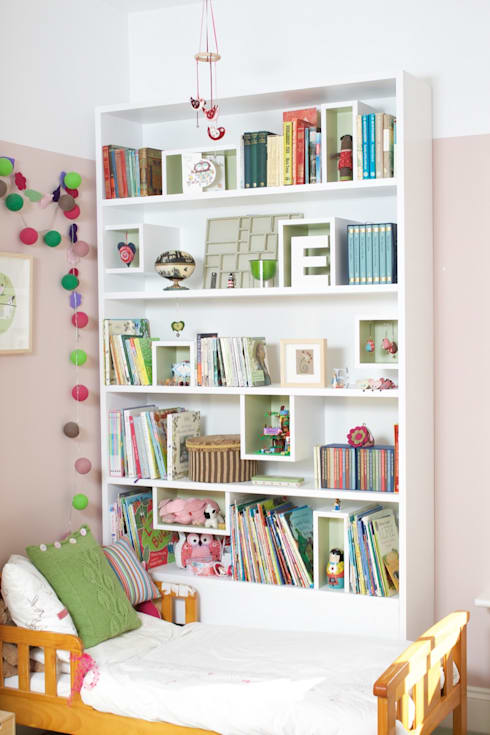 Bedroom Bookshelves: modern Nursery/kid's room by buss