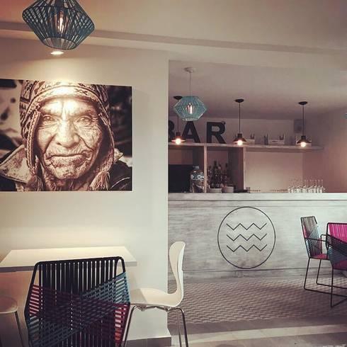Restaurante-Bar: Comedores de estilo moderno por Wooden