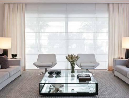 Persianas y pisos para todos los espacios: Salas de estilo moderno por Decoraciones villegas