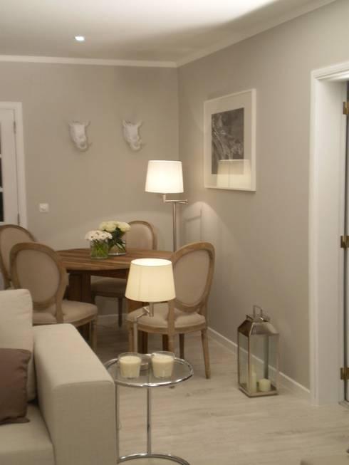Sala de Estar:   por Isabel Pires de Lima - Interior Design