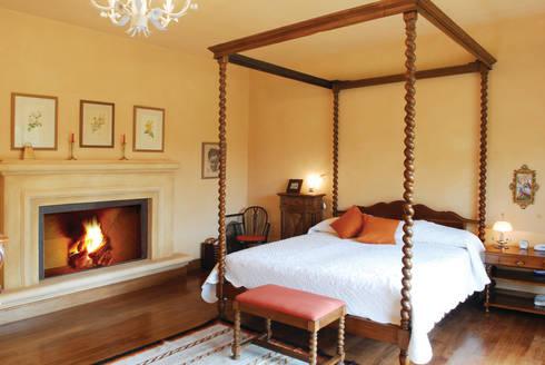 Casa Martindale: Dormitorios de estilo clásico por JUNOR ARQUITECTOS