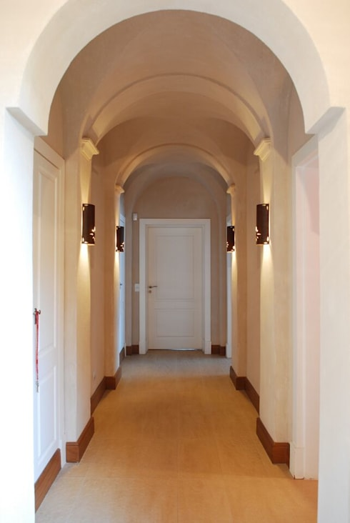 Corridor & hallway by JUNOR ARQUITECTOS