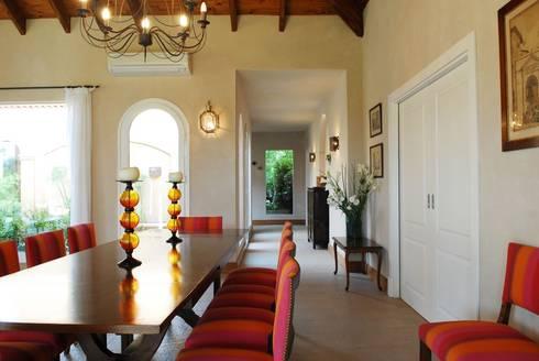 Casa Martindale: Livings de estilo clásico por JUNOR ARQUITECTOS