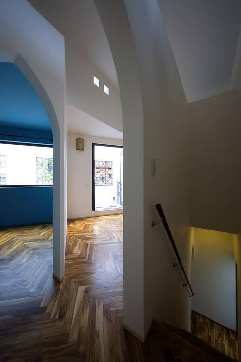 株式会社廣田悟建築設計事務所:  tarz Oturma Odası