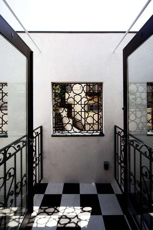house in yokohama: 株式会社廣田悟建築設計事務所が手掛けたベランダです。