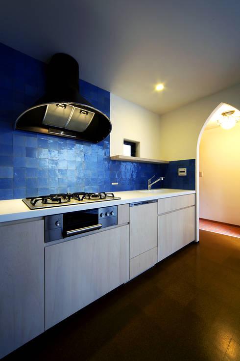 house in yokohama: 株式会社廣田悟建築設計事務所が手掛けたキッチンです。