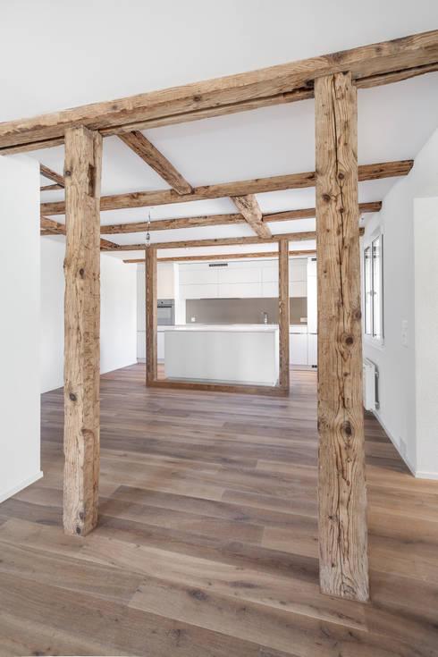 """Zu-/Umbau Haus """"Bühlmattenweg"""", Muri AG: moderne Wohnzimmer von a4D Architekten AG"""