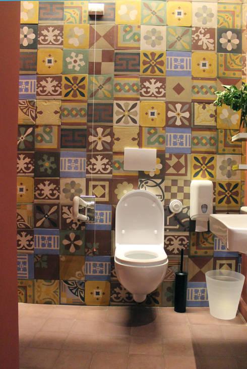 Baños de estilo moderno por Romano pavimenti
