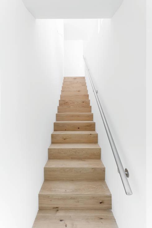 Projekty,  Korytarz, przedpokój zaprojektowane przez a4D Architekten AG