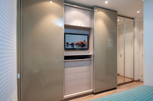 Apartamento Morumbi: Closets clássicos por Figoli-Ravecca Arquitetos Associados