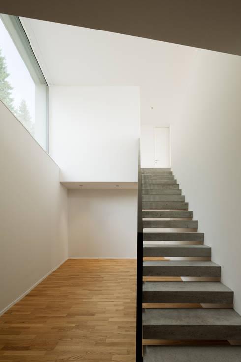 Gang en hal door a4D Architekten AG