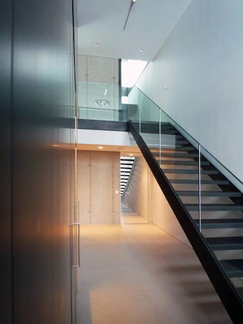 H_O:  Flur & Diele von Architekt Zoran Bodrozic