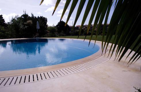Casa Birre: Jardins mediterrânicos por Ceregeiro-Arquitectura Paisagista