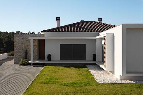 Casa Neves: Casas modernas por CS Coelho da Silva SA