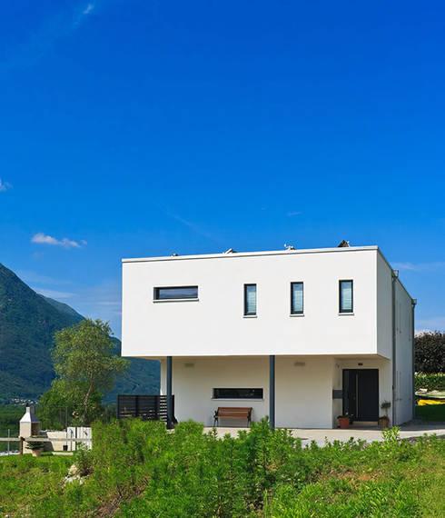 Haus Tessin: klassische Häuser von Holzhaus-Rosskopf