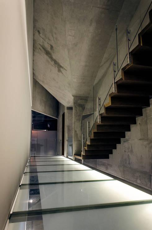 Pasillos y vestíbulos de estilo  por Oscar Hernández - Fotografía de Arquitectura