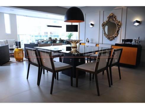 mesa preta espelhada, centro de mesa murano, lustre preto fosco: Salas de jantar modernas por LX Arquitetura