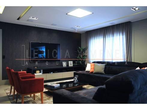 Sala de estar, sofá preto, poltronas vermelhas: Salas de estar modernas por LX Arquitetura