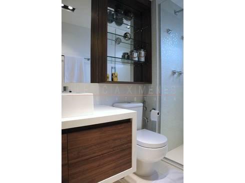 banheiro, prateleiras: Banheiros modernos por LX Arquitetura