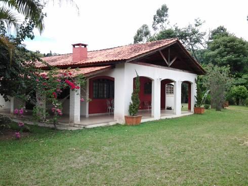 Fachada casa : Casas coloniais por Mina Arquitetura & Construções