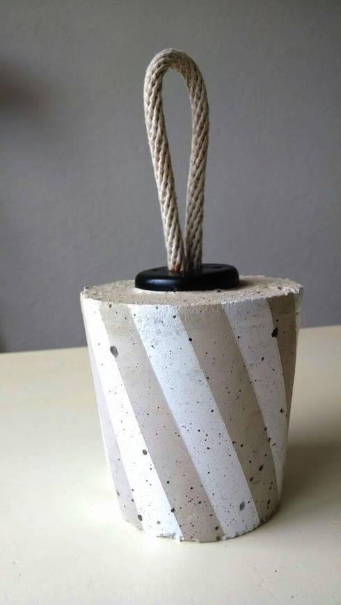 Pesa Caramelo de Concreto mediana: Hogar de estilo  por Catorce/21