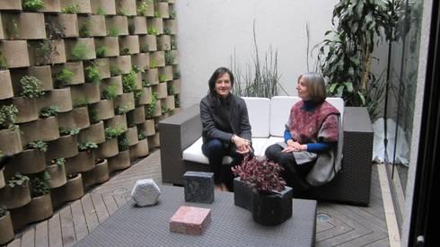 MURO VERTICAL <q> FLORESTA</q>: Estudios y oficinas de estilo moderno por ENFOQUE CONSTRUCTIVO