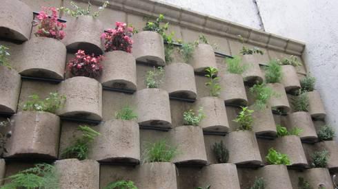 MURO VERTICAL <q> FLORESTA</q>: Casas de estilo moderno por ENFOQUE CONSTRUCTIVO
