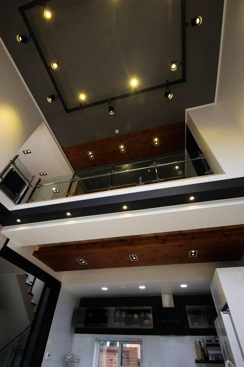 moderne Wohnzimmer von (주)홈스토리