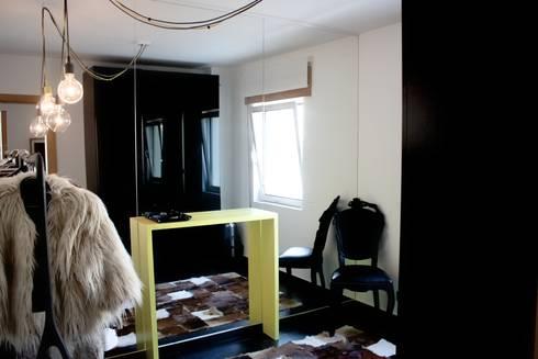 MORADIA PARK: Closets modernos por ARQAMA - Arquitetura e Design Lda