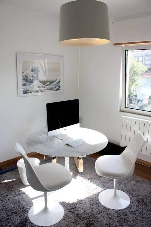 MORADIA PARK: Escritórios e Espaços de trabalho  por ARQAMA - Arquitetura e Design Lda