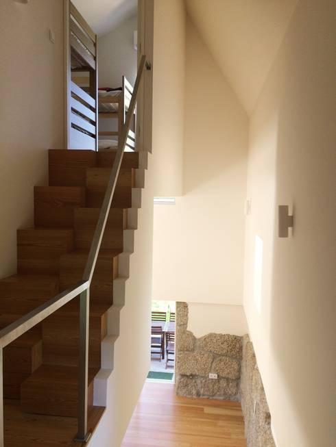Corridor & hallway by Bárbara abreu Arquitetos