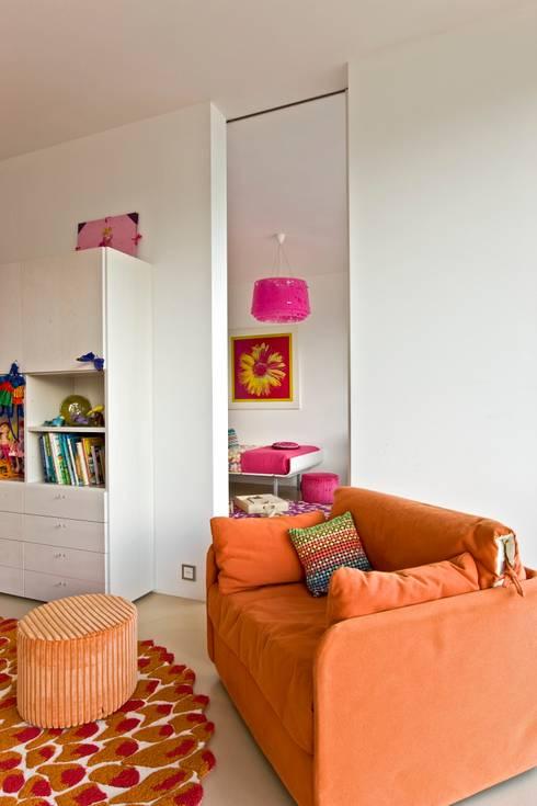 Oriental Chic: Quartos de criança  por Viterbo Interior design