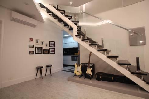 Sala de Estar : Corredores e halls de entrada  por Pricila Dalzochio Arquitetura e Interiores