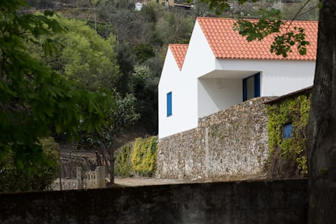 Casa Caseiros: Casas campestres por SAMF Arquitectos