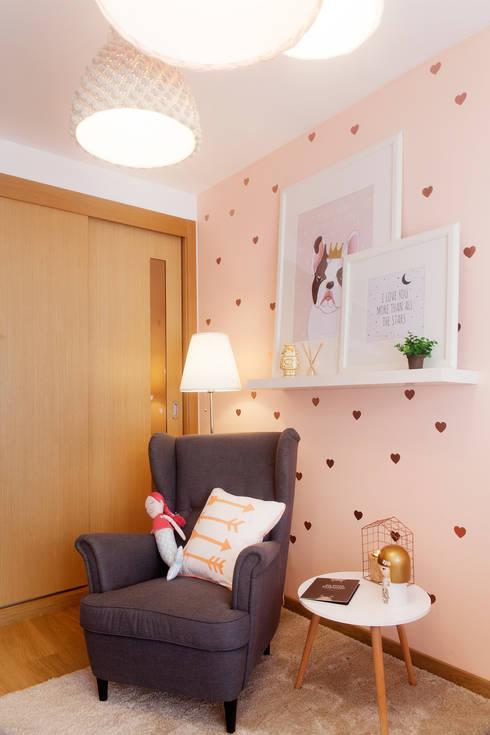 Baby Room: Quartos de criança modernos por MYAH - Make Yourself At Home