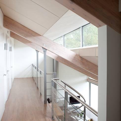 Corridor & hallway by adsmeuldersarchitect