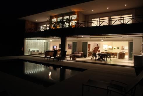 Casa de praia: Casas modernas por Cristina Ferraz arquitetura