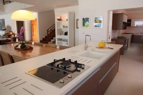 arquitetura e execução: Salas de jantar modernas por Cristina Ferraz arquitetura